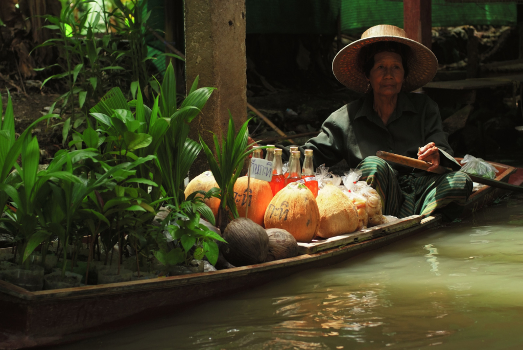 Floating_Market_Woman--2--1600